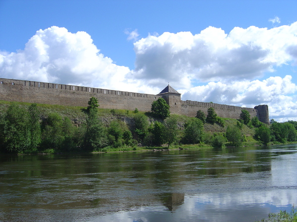 Ivangorod fortress 3: The Russian Ivangorod fortress, on the border of the city of Narva (Estonia). It was build in 1492 bij Ivan III. On the other side of the river is the Estonian Hermann Castle (see other pics)