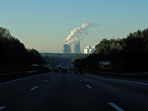 Metropole Ruhr: View from the Autobahn A2 towards Hamm-Uentrop Power Station