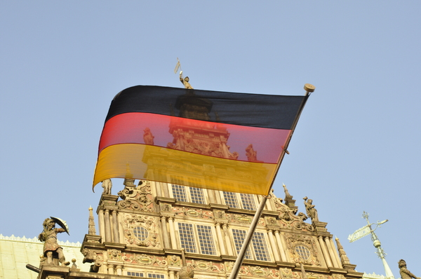 Deutsche Flagge - German flag : Deutsche Flagge am Rathaus Bremen -- German flag at Bremen town hall