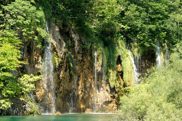 Plitvice waterfalls: Plitvice Lakes National Park (Croatia) extends over 296.85 square kilometres. The national park is world famous for its lakes arranged in cascades. Currently, 16 lakes can be seen from the surface.