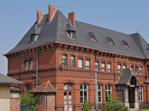 classic red brick building: classic red brick building