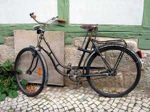 old bicycle: old bicycle
