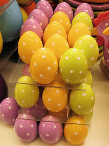 lots of dotted easter eggs: lots of dotted easter eggs