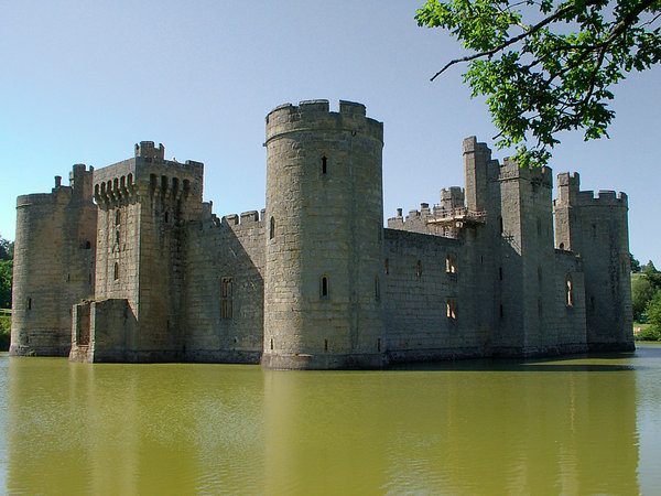 medevil castle: built in 1385 moated castle set in rural landscape one of the best examples in the uk