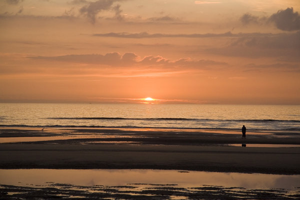 Another sunset of De Haan, Bel: Here is another sunset in De Haan at the Northsea in Belgium (Europe)