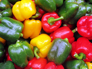 Vegetable peppers: red, yellow, green vegetable peppers