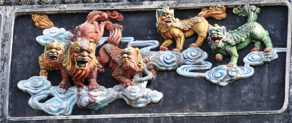 colorful sky lions: colorful sky lion carvings