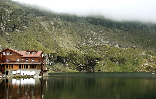 Balea Lake: Chalet in the Carpathians