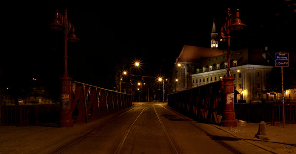 Night pavement 1: Wroclaw promenade at night