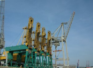 Railcranes: Pier in Hamburg harbour