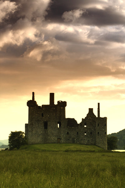 Scottish Castles: Scottish castles in the highlands. A ruin on loch awe and one a few mile out from Oban.
