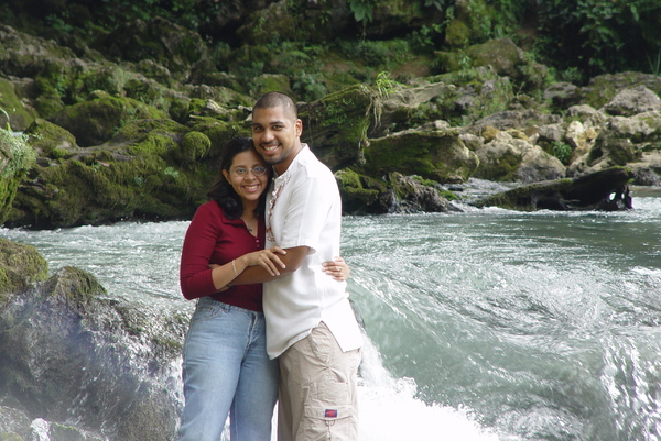 lovers: Lovers enjoy a paradisiacal place in Carcha, Guatemala