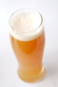 Wheat-germs in the growler 1: Misty beer with foam