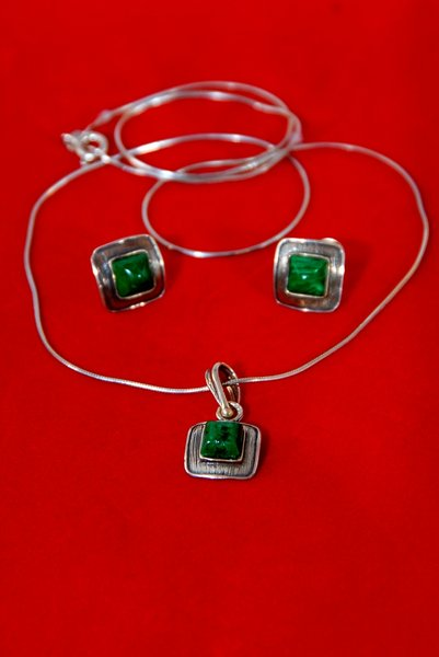 Malachite jewellery: pendant and from malachites and silver ear-rings
