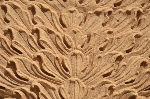 Sculptural Indian architecture: View of the intricate sculptural work in stone at the palace fort of Jaisalmer, Rajasthan, India.