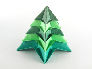 Christmas Tree: A Christmas Tree made with modular origami