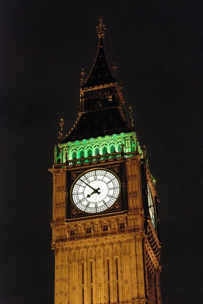 Big Ben 2: Famous clock by night