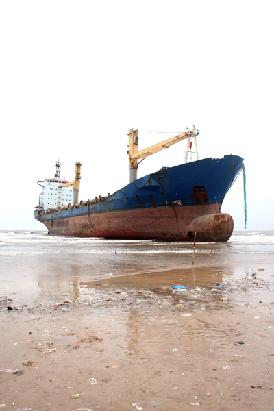 Shipwreck: Shipwreck of the 9000-ton cargo ship at Juhu Beach Mumbai