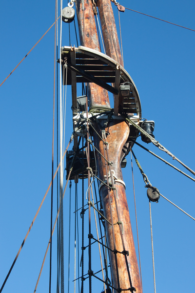 Rigging: A mast of an old coastal vessel on the Bristol Channel in South Wales, UK