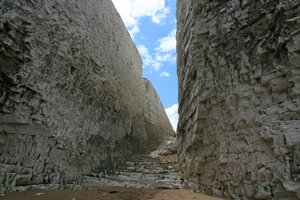 Chalk cliff gully: A gully between chalk cliffs on the coast of Kent, England.