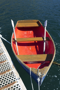 Rowing boat: A rowing boat tied to a jetty.
