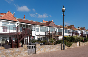 Seaside houses: Terraced seaside houses on the coast of East Sussex, England.