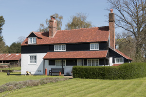 Smart rural farmhouse: A well-maintained rural farmhouse in Surrey, England.