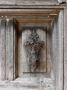 Old door knocker: An old metal knocker on a house door in Norfolk, England.