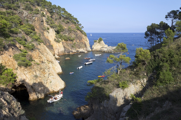 Boat tourists: Boat tourism on the Costa Brava, Spain.