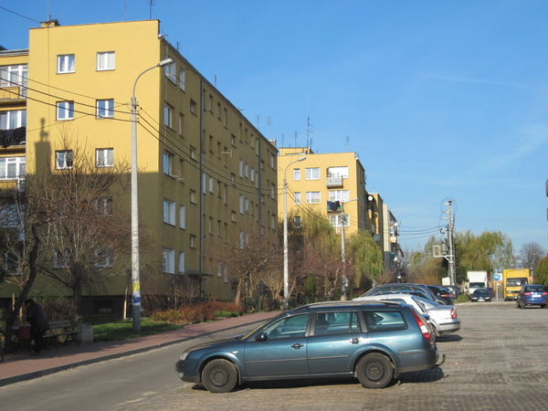 Blocks in Tarczyn: Some blocks of flats in Tarczyn. Parking lot and a green yard.