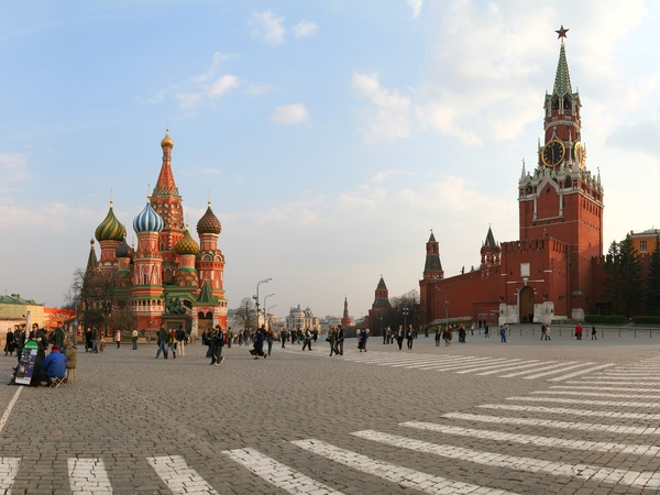 Red Square on Sunday: This is the Red Square, Moscow, Russia. On the right you can see Spasskaya Tower of Kremlin, and on the left - Pokrovsky Cathedral (Basil The Blessed).The picture is horizontal panorama, stitchied of four shots. It's a real size photo, without any scaling