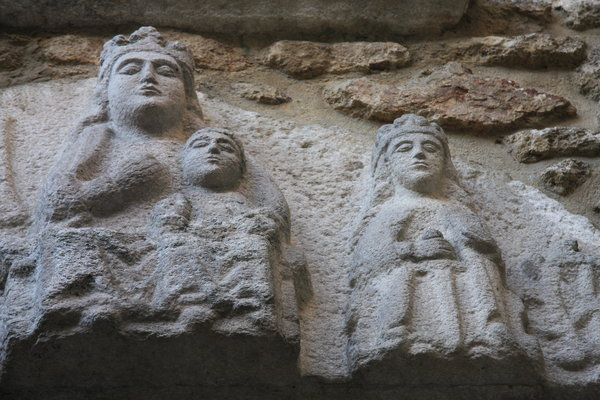King family: Bas-relief about Catholic Kings family.This construction is from 1494 and its placed in the old city of Coruña.
