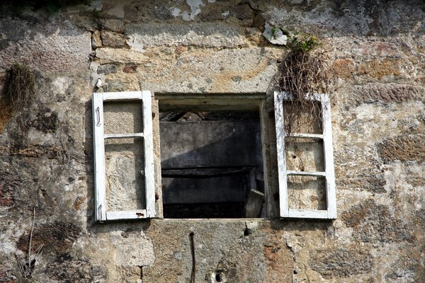 Old windows | Free stock photos - Rgbstock - Free stock images | saavem |  January - 23 - 2011 (60)