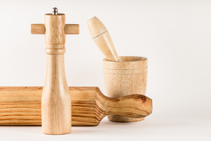 Motar, ginrder and rolling: Is a motar, grinder pepper and rolling ping made of wood
