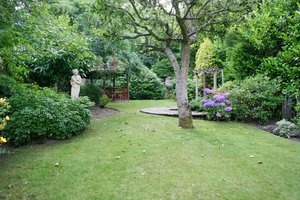 Kent Garden 2: Decorative, landscaped garden in West Wickham, Kent, UK