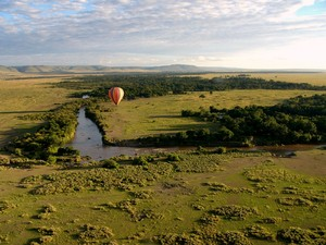 Hot air Balloon over the Masai: Hot air Balloon over the Mara River, Masai Mara, Kenya