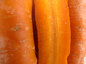 carrot colour: carrots including inside view of sliced carrot