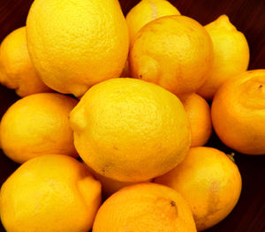 bowl of lemons2: bowl with quantity of lemons