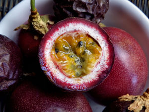 ripe passionfruit3: bowl of ripe and cut & opened passionfruit