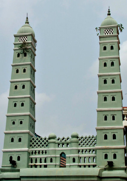 green mosque minarets: minaret towers of Singapore's green mosque