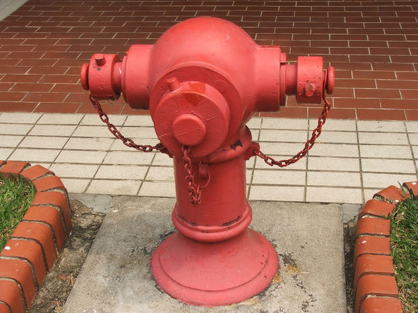 3-headed hydrant: red three-outlet fire hydrant