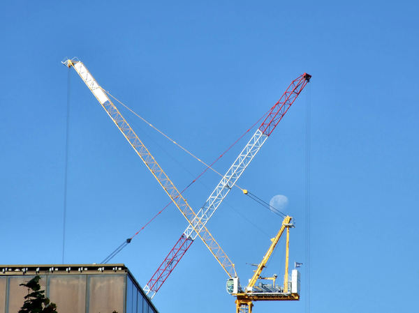 high craned4: high-rise crossed construction cranes