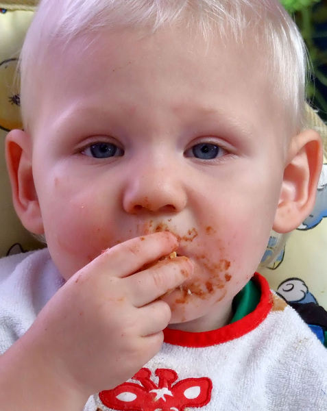 eating delight1: toddler's fun and joy of feeding himself