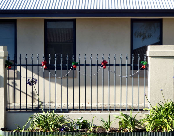 decorated fence1: simple home fence Christmas decorations