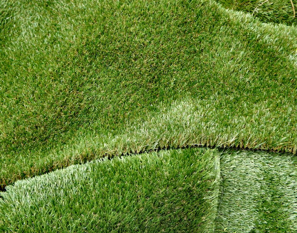 makebelieve grass1: layers of artificial lawn