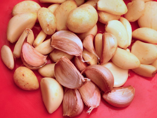 garlic cloves5: quantity of raw unpeeled & peeled garlic cloves