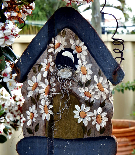 make-believe garden bird house: painted garden bird house facade
