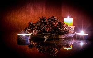 christmas candlelight: Candle and Seasonal Setting