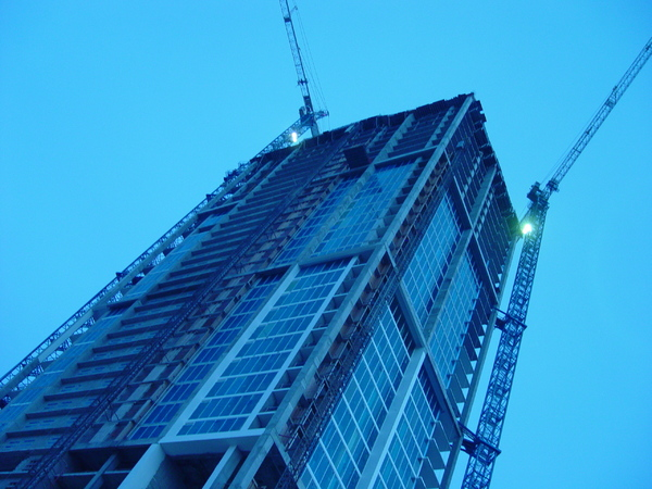 building the skyscraper: skyscraper being built