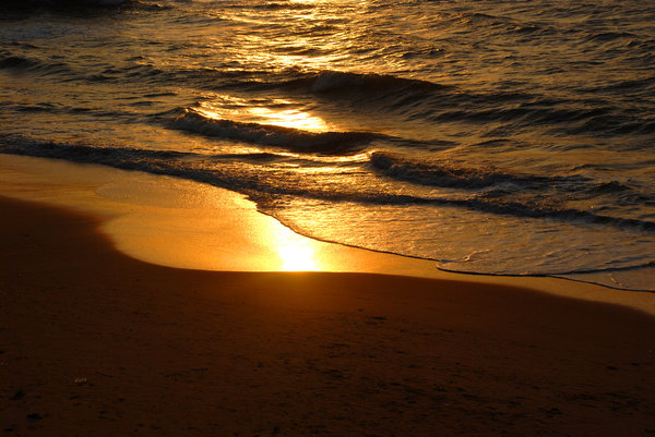 Waves: Shot during the magic hour.